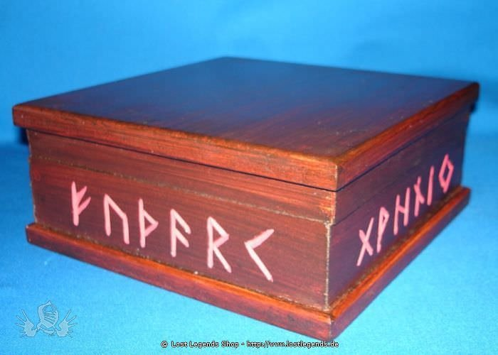 Altarkästchen mit Runen