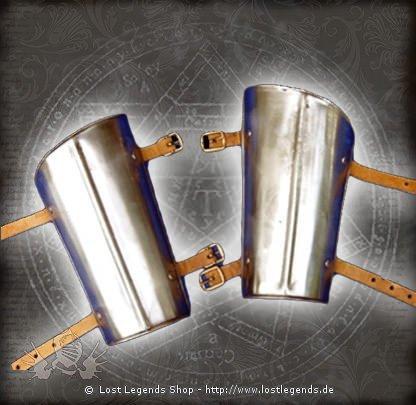 Mittelalterliche Armschienen aus Stahl mit Lederriemen
