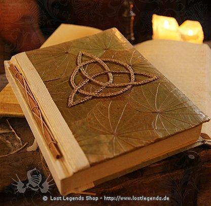 Buch der Schatten Triquetra 24 x 30 cm