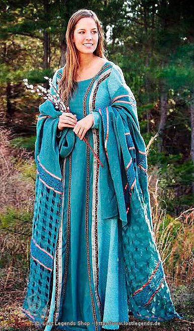 Edle Mittelalter-Kleidung mit Überwurf