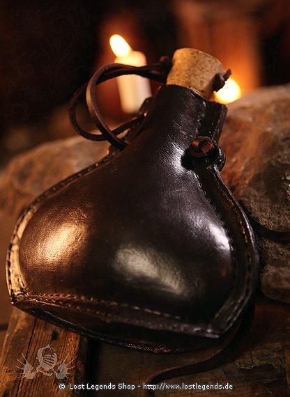 Feldflasche aus Stahl mit Leder bezogen