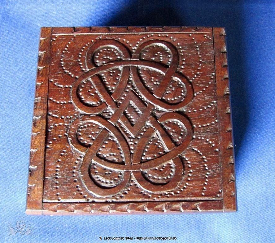 Kästchen mit keltischen Knoten