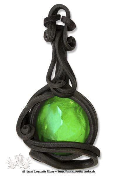 Kunstharz Anhänger mit grünem Glasstein