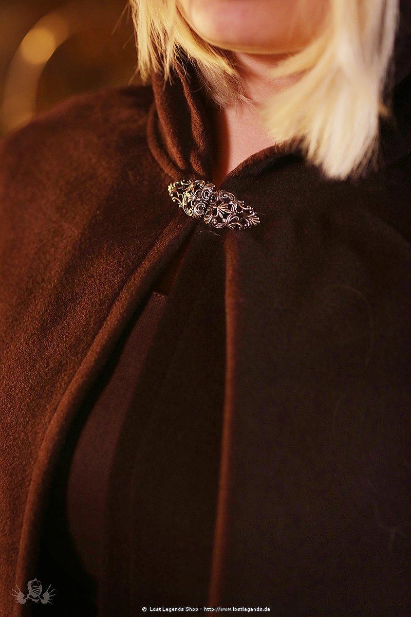 Mittelalterlicher Damenumhang mit Metallschließe