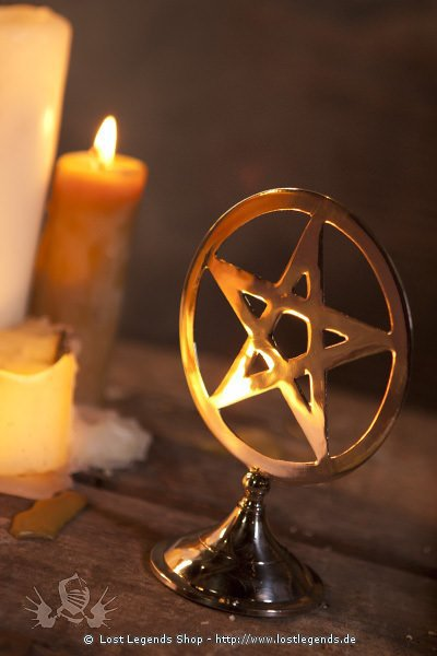 Pentagram auf Standfuss versilbert