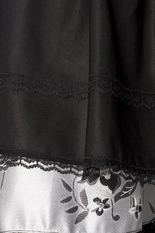 Premium Dirndl aus edlem Brokatstoff silber/schwarz