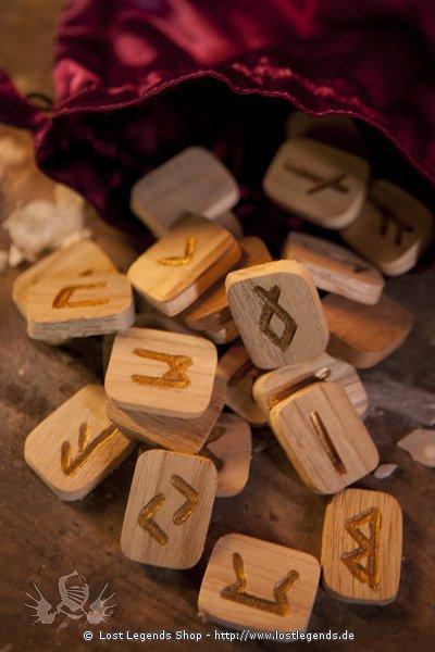 Runen aus Holz