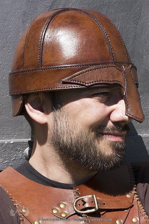 Warrior Helm braun