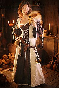Medieval-Dress Corynna